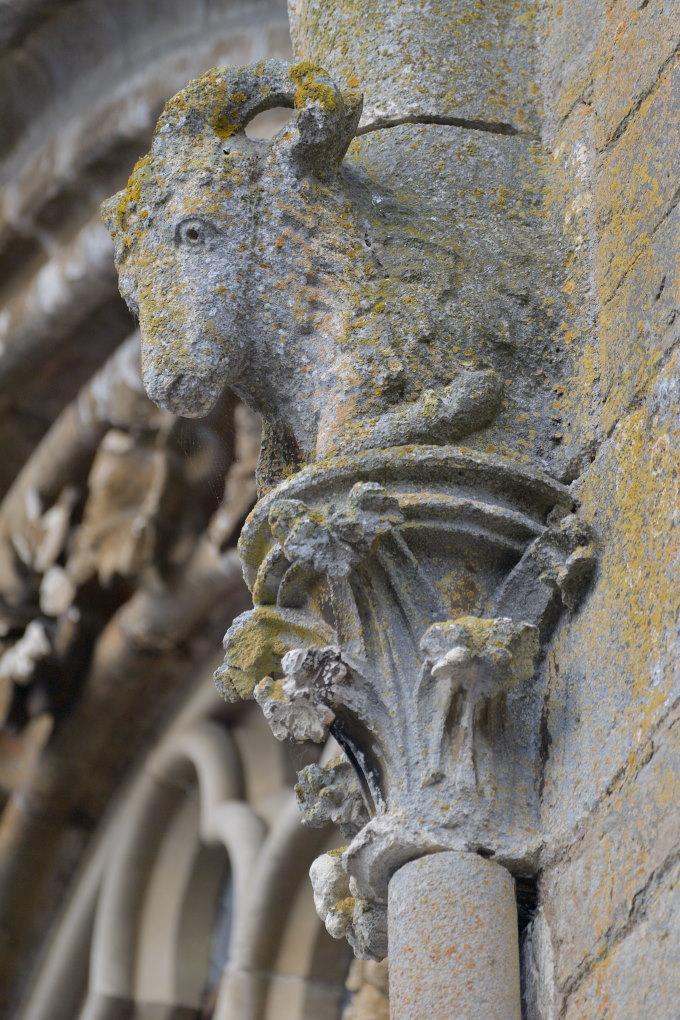Saint-Père-sous-Vézelay - Eglise Notre-Dame : protomé de la façade (v. 1265)
