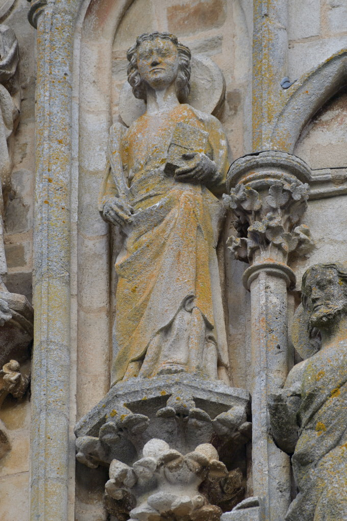 Saint-Père-sous-Vézelay - Eglise Notre-Dame - Fronton : l'évangéliste Jean (v. 1270)