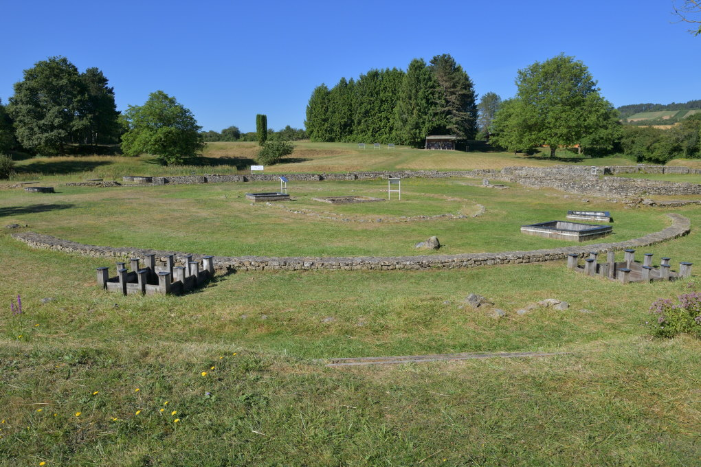 Saint-Père-sous-Vézelay - Fontaines-Salées : temple celtique circulaire (Ier s. av. J.-C.)