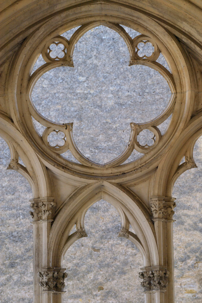 Saint-Père-sous-Vézelay - Eglise Notre-Dame : baie du narthex ajouré