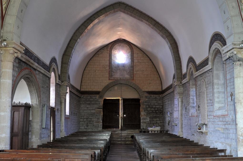 Savigny-en-Terre-Plaine - Eglise Saint-Bénigne (fin XIIe et XVe siècle) : la nef (fin XIIe siècle)