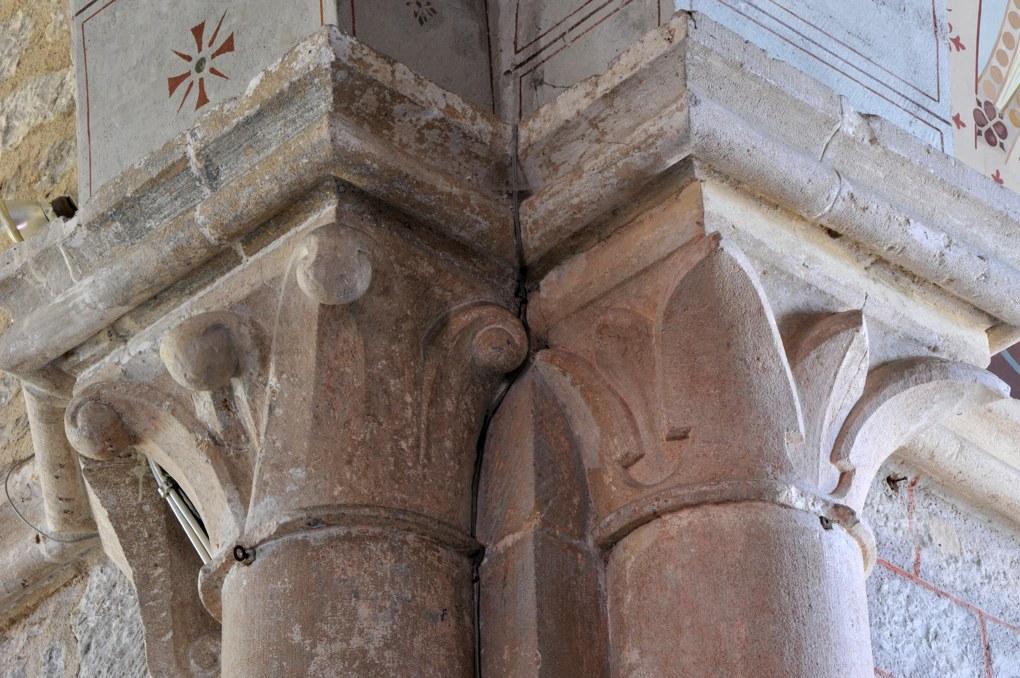 Savigny-en-Terre-Plaine - Eglise Saint-Bénigne (fin XIIe et XVe siècle) : chapiteaux à crochets et à feuilles lisses (fin XIIe siècle)