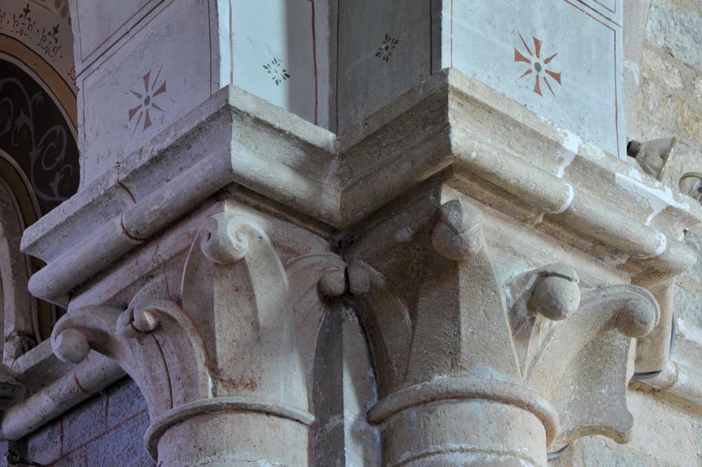 Savigny-en-Terre-Plaine - Eglise Saint-Bénigne (fin XIIe et XVe siècle) : chapiteaux à crochets (fin XIIe siècle)