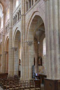 Semur-en-Brionnais - Ancienne collégiale Saint-Hilaire (XIIe siècle) : mur nord de la nef à trois étages