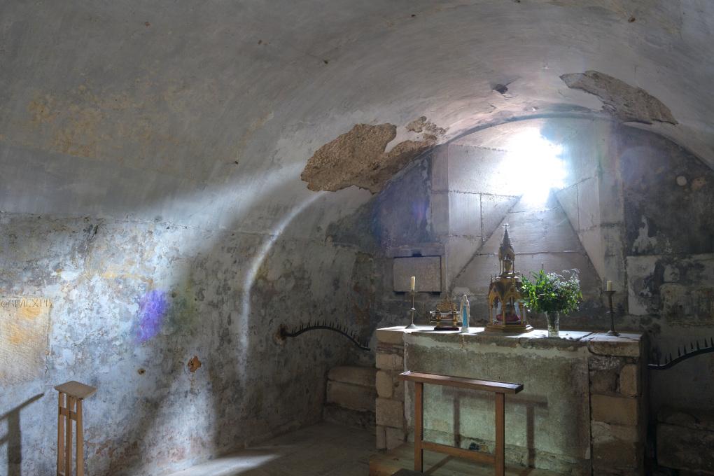 Sens - Crypte romane de la basilique Saint-Savinien