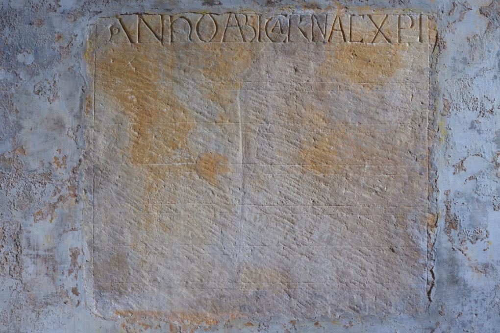 Sens - Basilique Saint-Savinien (XIe et XIIIe s.) - crypte : inscription inachevée où l'on peut lire : anno ab incarnatione Christi