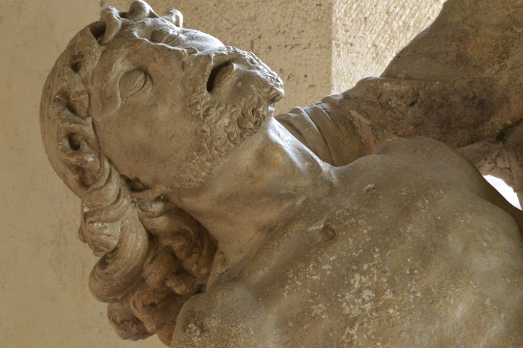 Sens - Basilique Saint-Savinien (XIe et XIIIe s.) : pietà du XVIe s. dans l'absidiole sud : détail