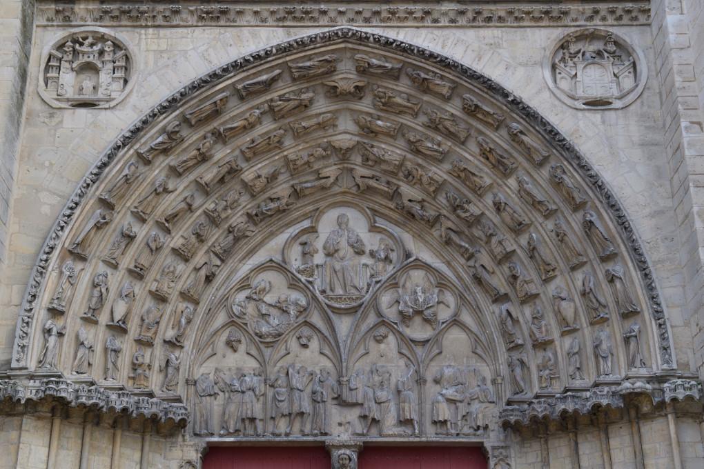 Sens - Cathédrale Saint-Etienne (XIIe-XVIe siècle) - portail central Saint-Etienne : tympan