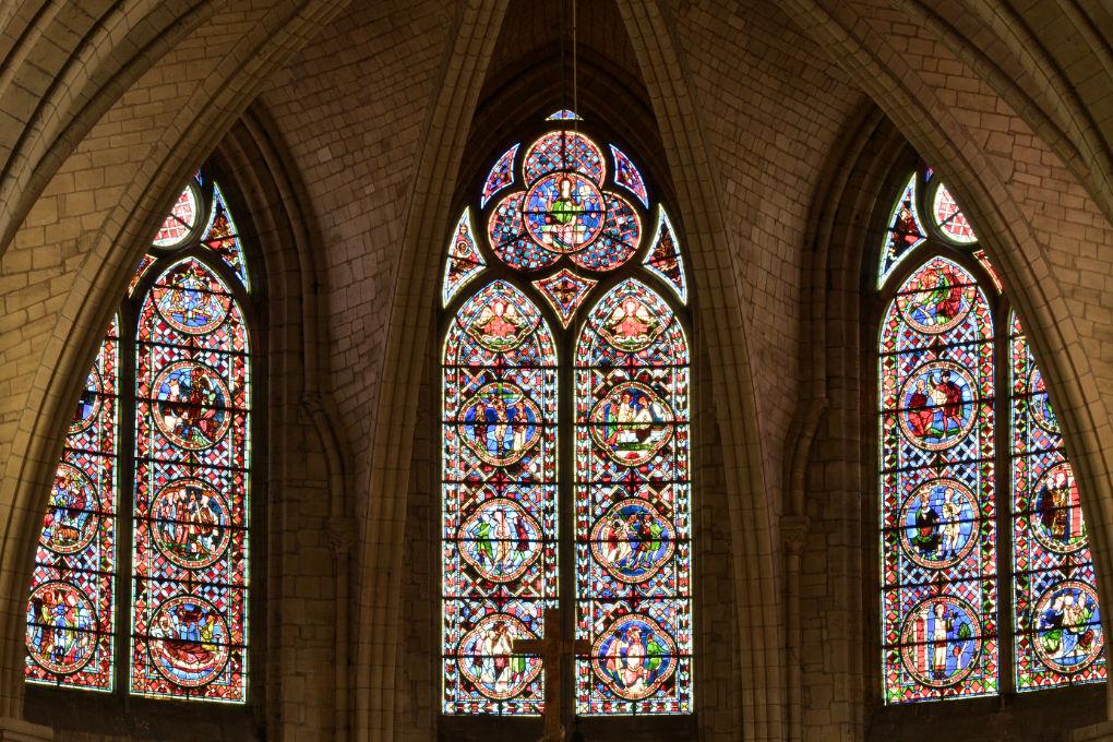 Sens - Cathédrale Saint-Etienne (XIIe-XVIe siècle) : hautes verrières du choeur (v. 1250)