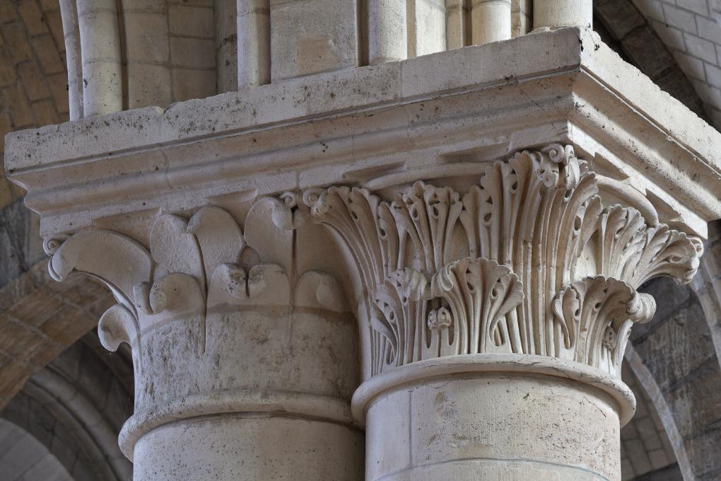 Sens - Cathédrale Saint-Etienne (XIIe-XVIe siècle) : chapiteaux de la nef (XIIe s.)