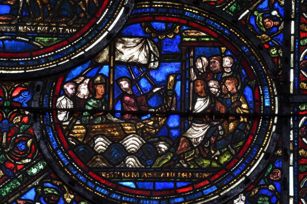 Sens - Cathédrale Saint-Etienne (XIIe-XVIe s.) - vitrail du déambulatoire (v. 1200/1210) : Thomas traverse la mer et aborde à Sandwich