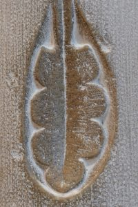 Vézelay - Abbatiale Sainte-Madeleine (XIIe s.) : marque lapidaire dans le déambulatoire gothique (XIIe s.)