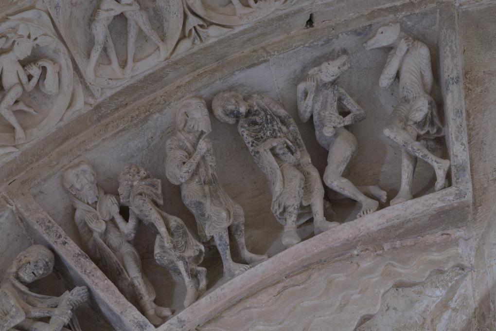 Vézelay - Abbatiale - Tympan central - caisson : malades et cynocéphales (v. 1130)