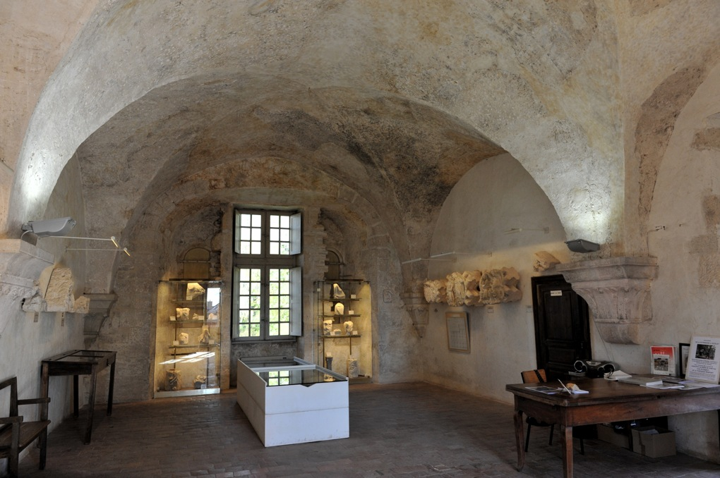 Vézelay - Abbaye - Salle romane au-dessus du cloître (v. 1170)