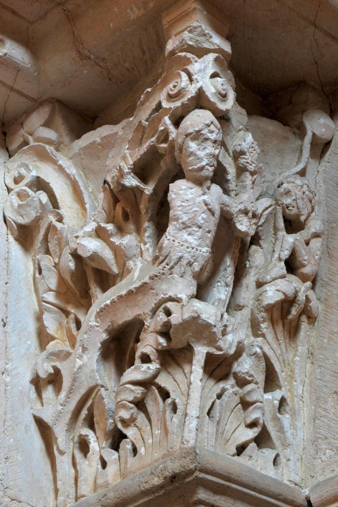 Vézelay - Abbatiale - Chapiteau du portail sud de la nef : Ulysse et la sirène barbue (v. 1130)