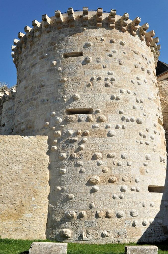Vézelay - La Porte Neuve (XIVe-XVIe siècle) : tour à bossage