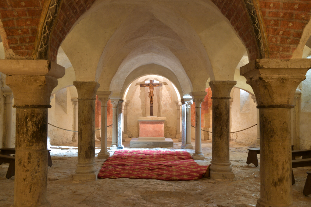 Vézelay - Abbatiale Sainte-Madeleine (XIIe s.) : la crypte (v. 1165)