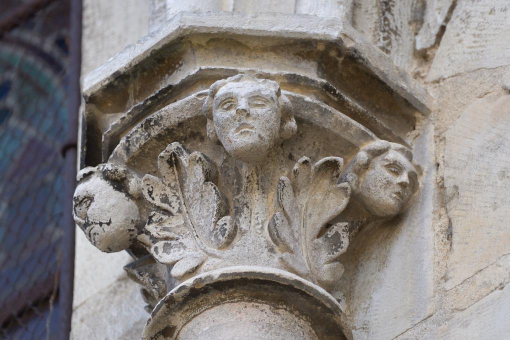 Vermenton - Eglise Notre-Dame (XIIe-XIVe s.) : chapiteau extérieur collatéral nord