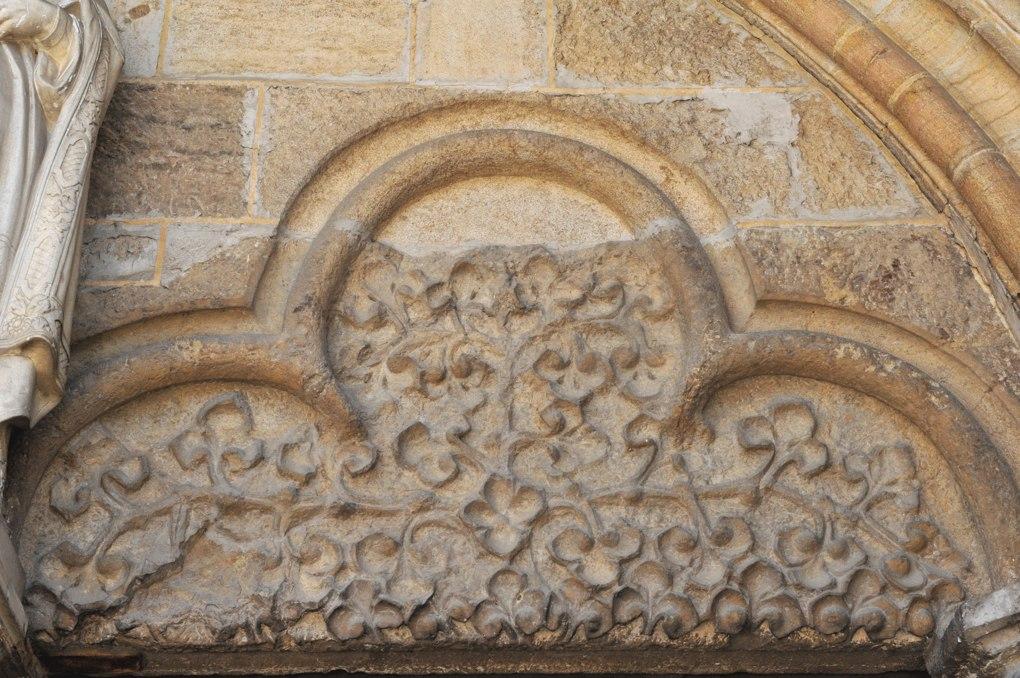Vitteaux - Eglise Saint-Germain (XIIe-XVIe siècle) : arc trilobé au portail occidental (XIVe siècle)