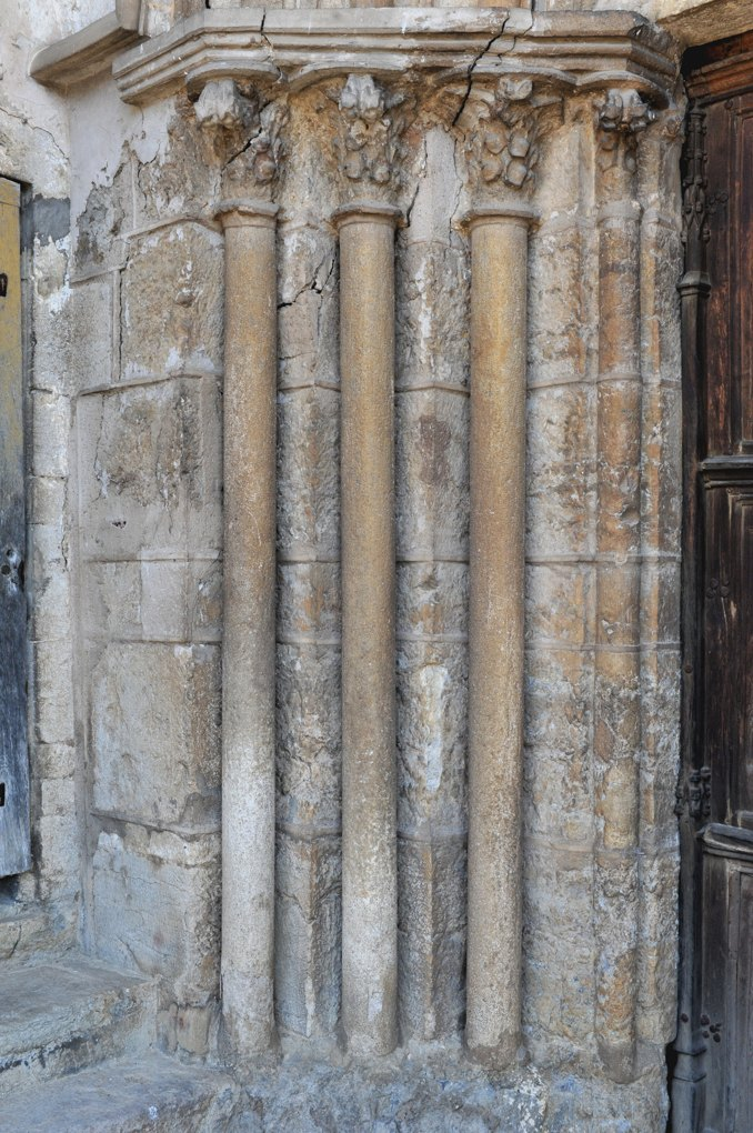 Vitteaux - Eglise Saint-Germain (XIIe-XVIe siècle) : piédroit gauche du portail occidental (XIVe siècle)