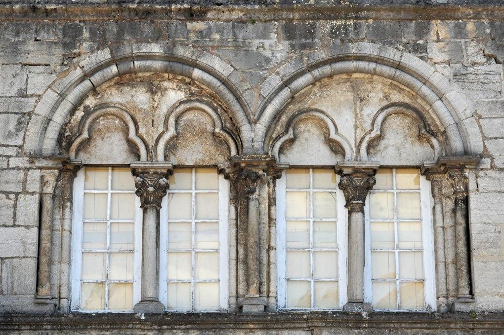 Vitteaux - Maison Bélime : arcs trilobés sous arcatures en plein cintre géminées (v. 1230)