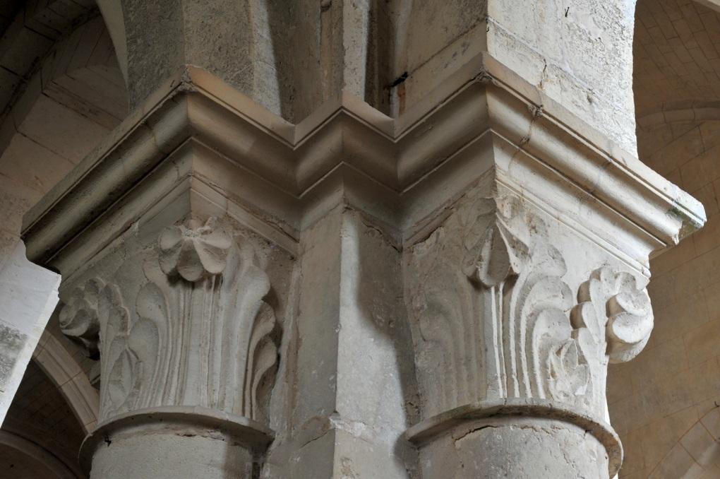 Corvol-l'Orgeuilleux - Eglise Saint-Vincent (XIIe-XVe-XVIe siècle) : chapiteaux à décor végétal
