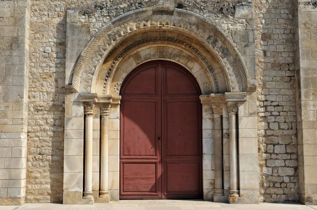 Ligny-le-Châtel - Eglise Saint-Pierre-Saint-Paul (XIIe et XVIe siècle) : le portail roman