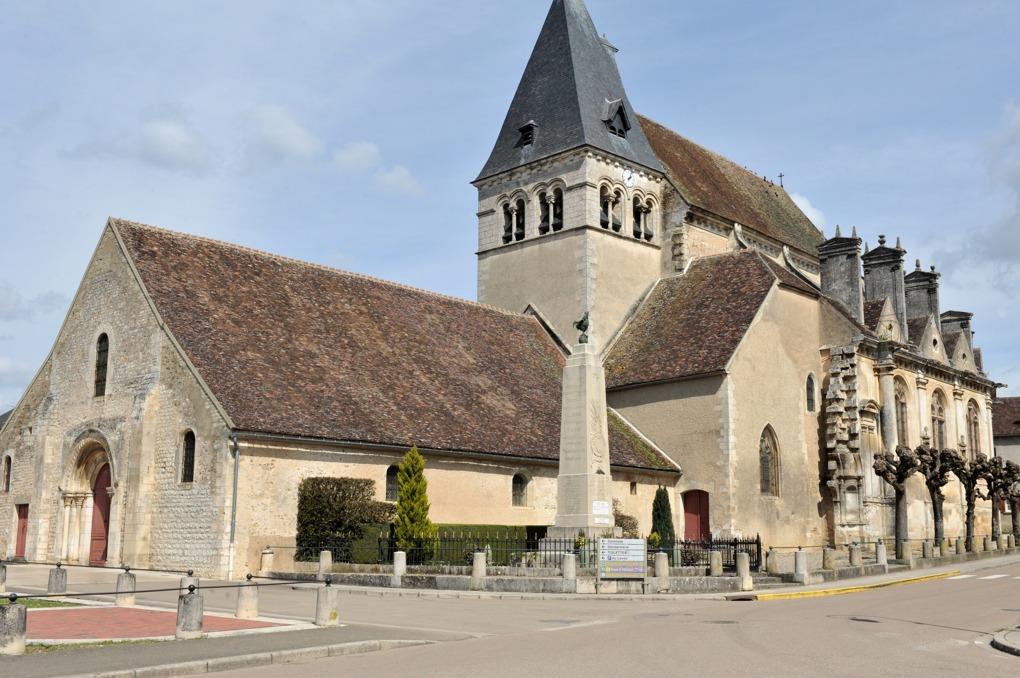 Ligny-le-Châtel - Eglise Saint-Pierre-Saint-Paul (XIIe et XVIe siècle) : vue générale