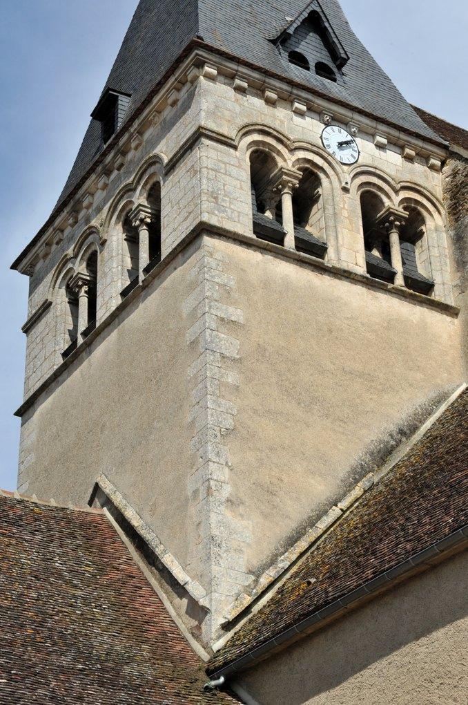 Ligny-le-Châtel - Eglise Saint-Pierre-Saint-Paul (XIIe et XVIe siècle) : le clocher roman