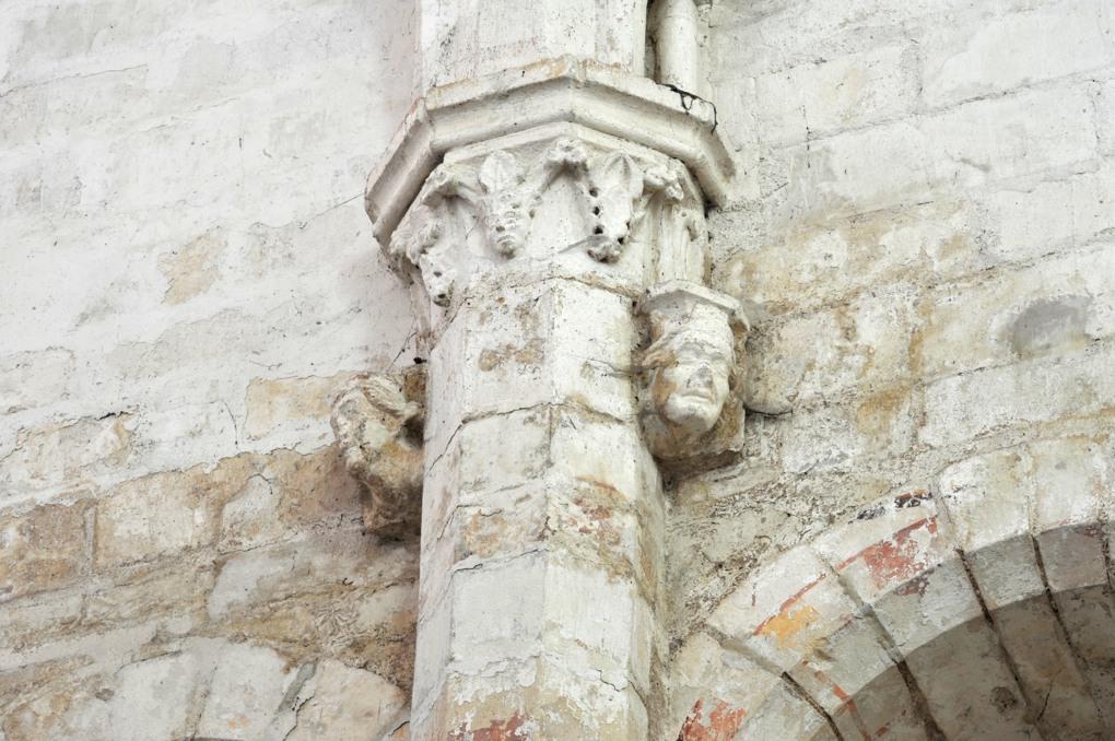 Mailly-le-Château - Eglise Saint-Adrien (XIIIe-XIVe siècle) : décor de pilastre (nef)
