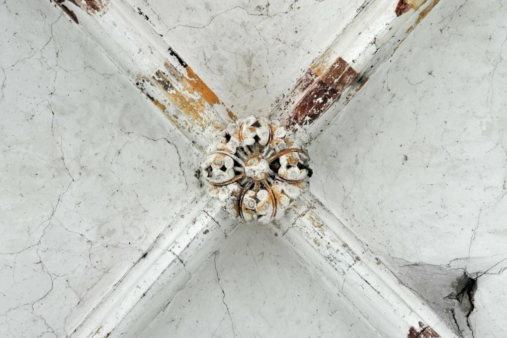 Mailly-le-Château - Eglise Saint-Adrien (XIIIe-XIVe siècle) : clé de voûte