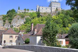 Mailly-le-Château depuis le pont jeté sur l'Yonne