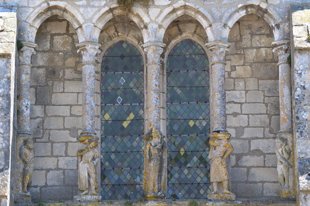 Mailly-le-Château - Eglise Saint-Adrien (XIIIe-XIVe siècle) : galerie de la façade