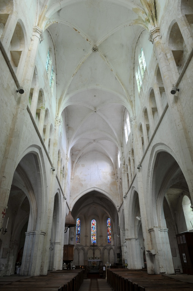 Mailly-le-Château - Eglise Saint-Adrien (XIIIe-XIVe siècle) : vue intérieure