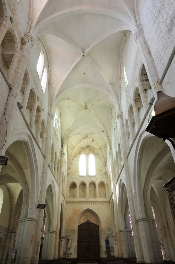 Mailly-le-Château - Eglise Saint-Adrien (XIIIe-XIVe siècle) : la nef