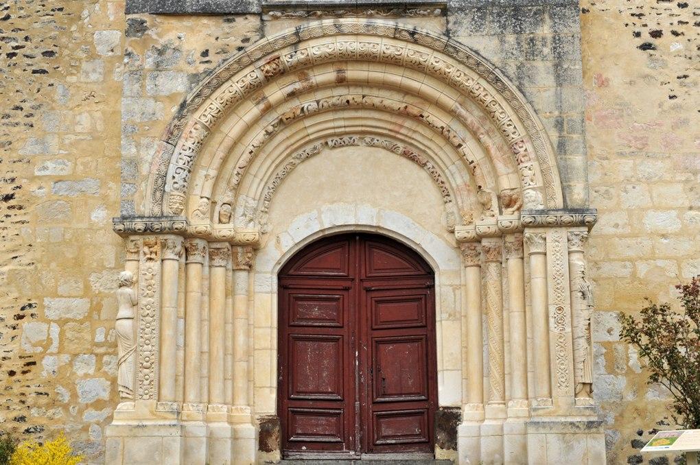 Parly - Eglise Saint-Sébastien (XIIe siècle) : le portail (2e quart du XIIe siècle)