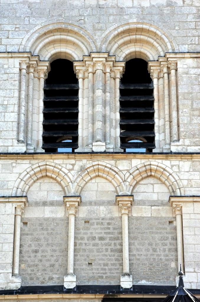 Prégilbert - Eglise Notre-Dame (fin XIIe-début XIIIe siècle) : baies du clocher