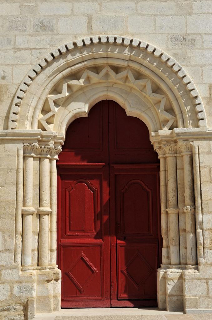 Quenne - Eglise Notre-Dame-de-l'Assomption (XIIe au XVe siècle) : le portail roman