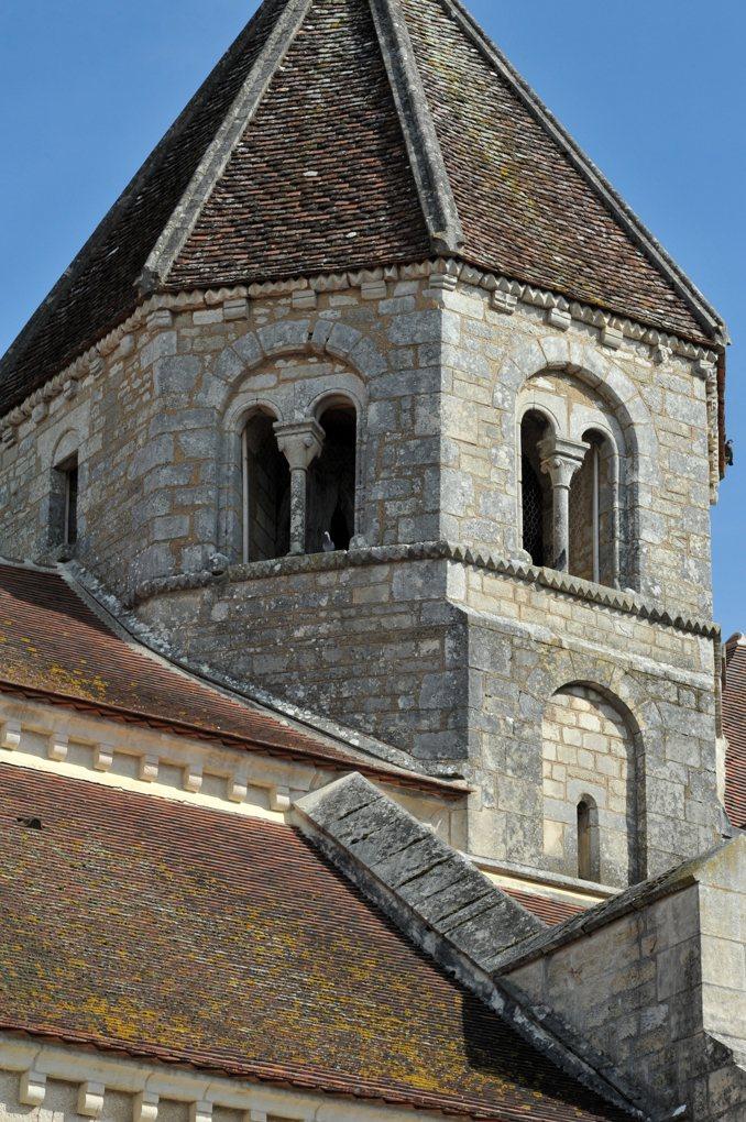 Sacy - Eglise Saint-Jean-Baptiste : le clocher (fin du XIIe siècle)