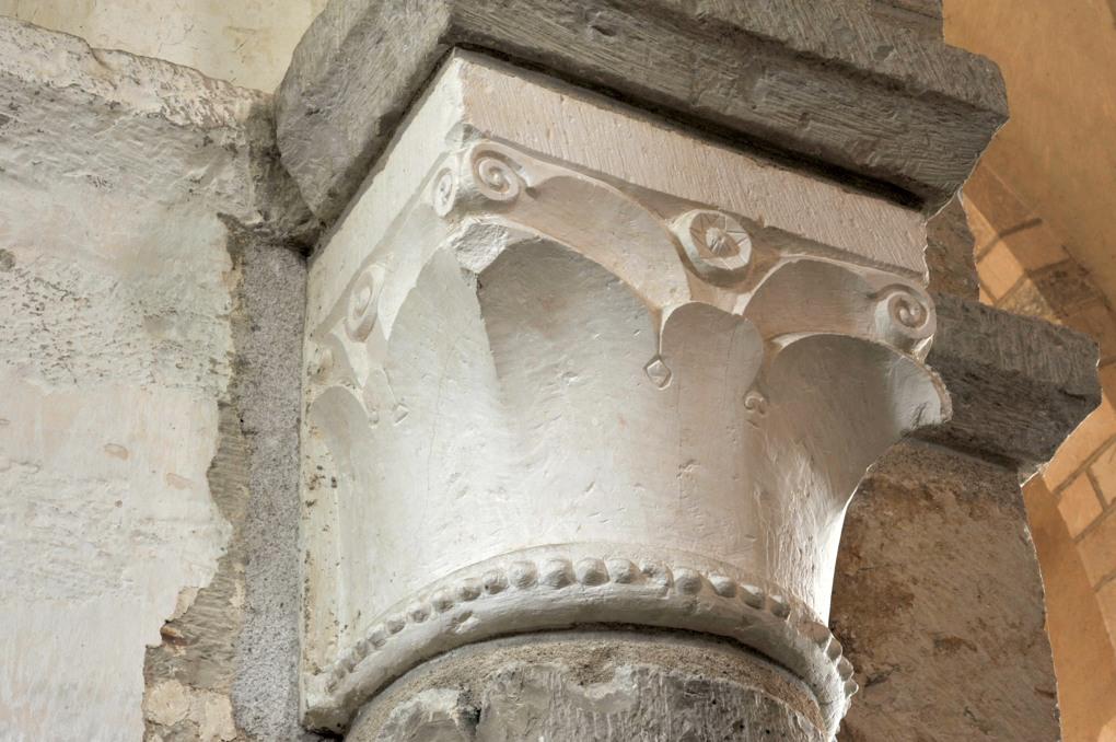 Sacy - Eglise Saint-Jean-Baptiste : chapiteau de la nef (3e quart du XIIe siècle)