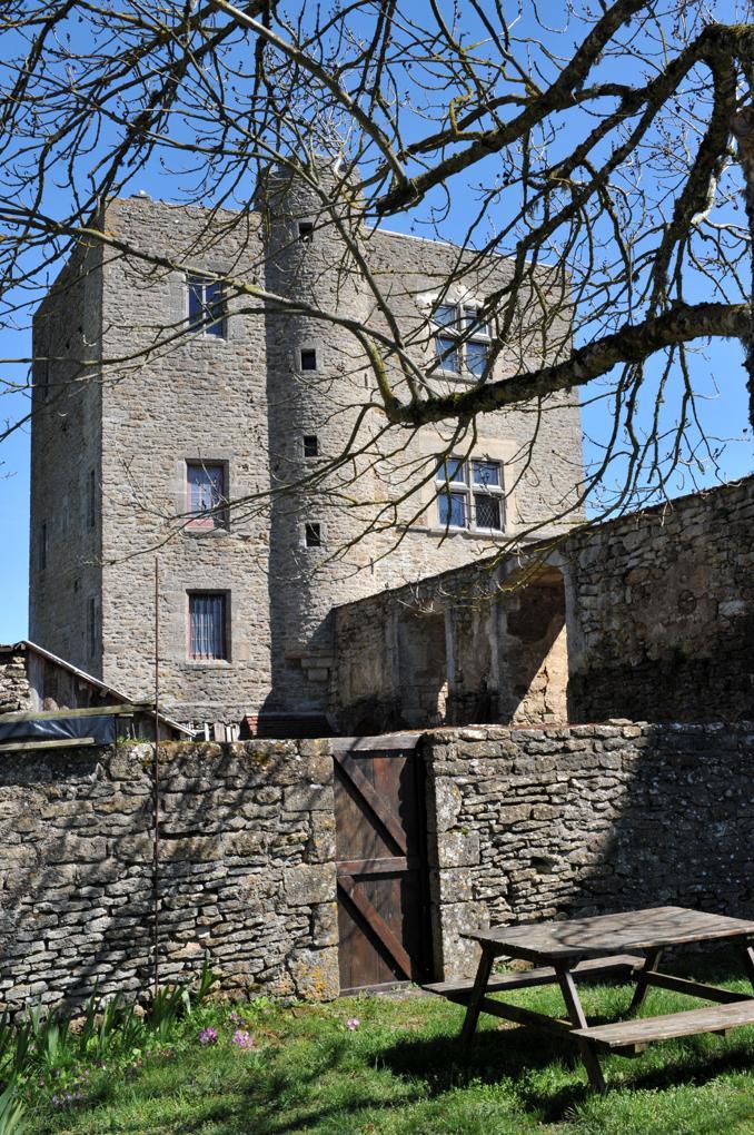 Vic-sous-Thil - Château de Thil : habitation actuelle (fin XVe siècle, restaurée)