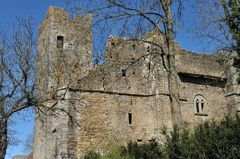 Vic-sous-Thil - Château de Thil : rempart sud (début et fin du XIIIe siècle)