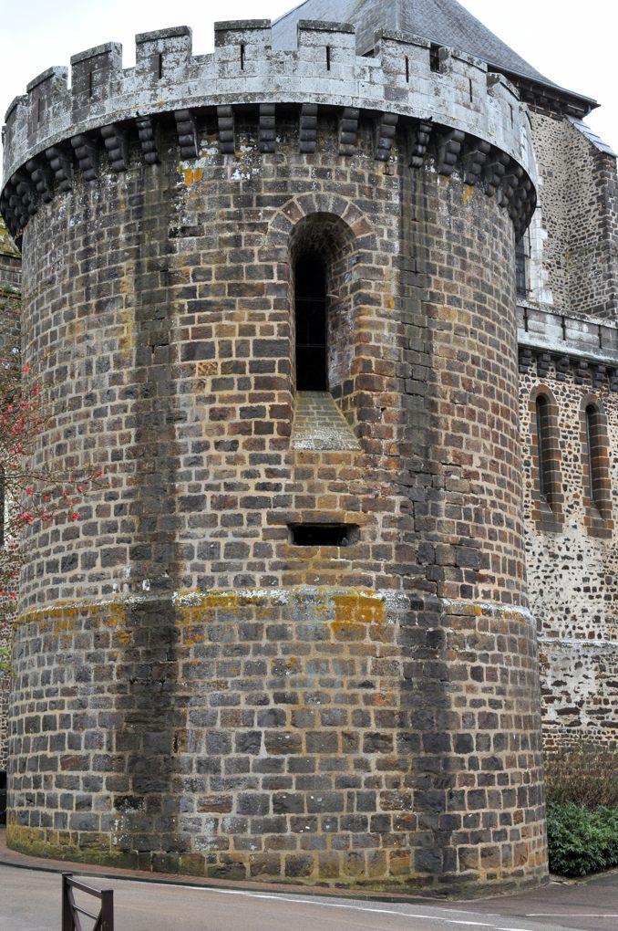 Toucy - Eglise Saint-Pierre (XVe-XVIe siècle) : la Tour des évêques (milieu du XVe siècle)