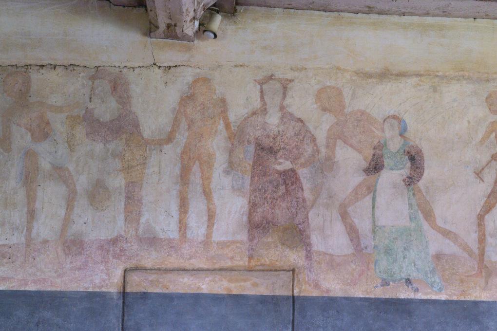 Brianny - Chapelle Sainte-Apolline (XVe s.) - la Danse macabre : la femme enceinte et sa fille