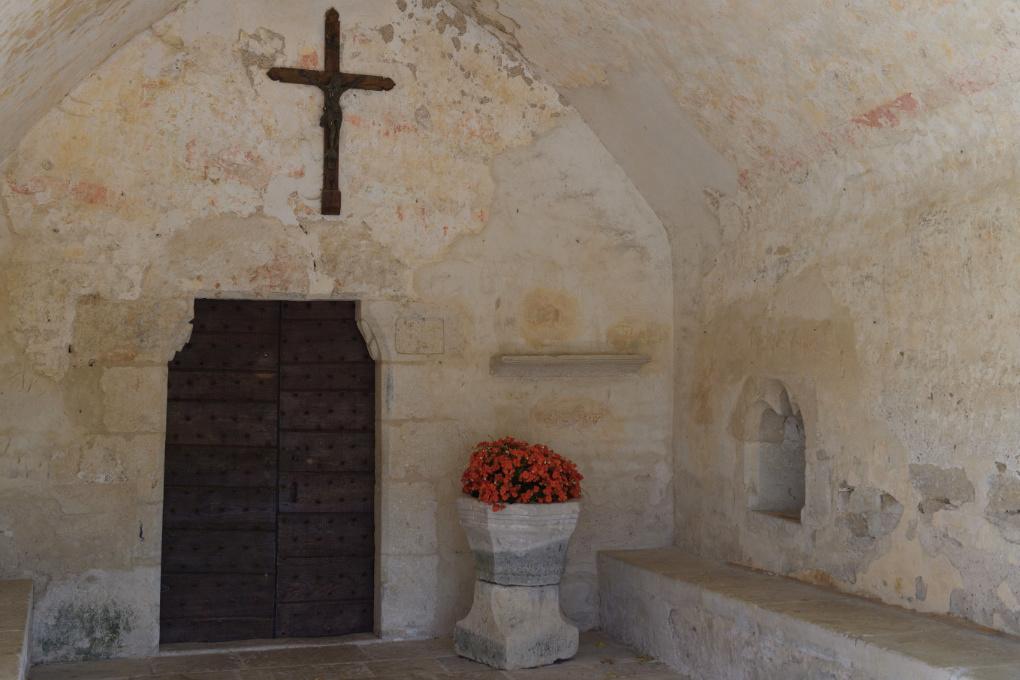 Chassignelles - Eglise Saint-Jean Baptiste (XIIe s.) : le porche du XVe siècle