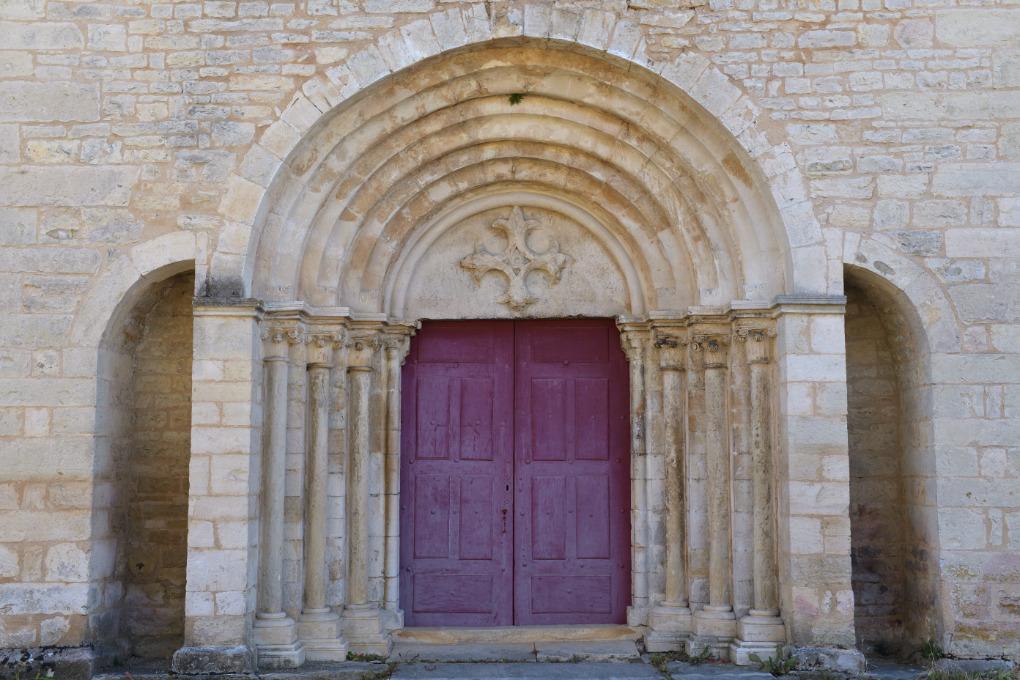 Chaudenay - Eglise Saint-Véran (XIIe-XVe s.) : portail (début XIIIe s.)