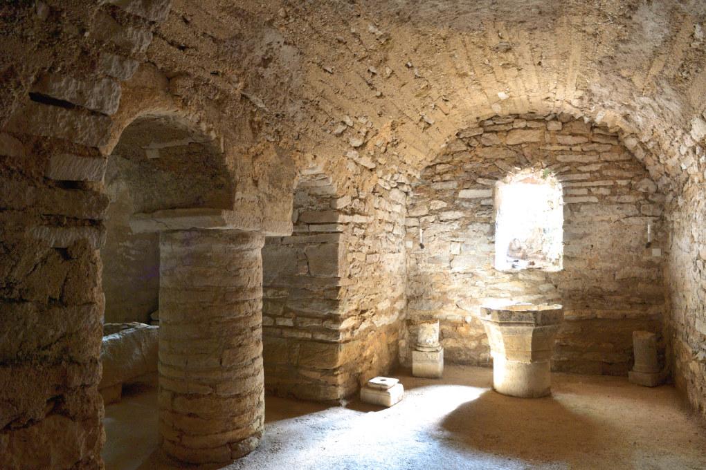 Cry - Eglise Saint-Julien : crypte (XIe siècle)