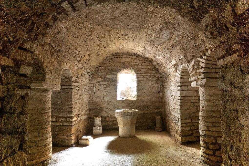 Cry - Eglise Saint-Julien : la crypte (début du XIe s.)