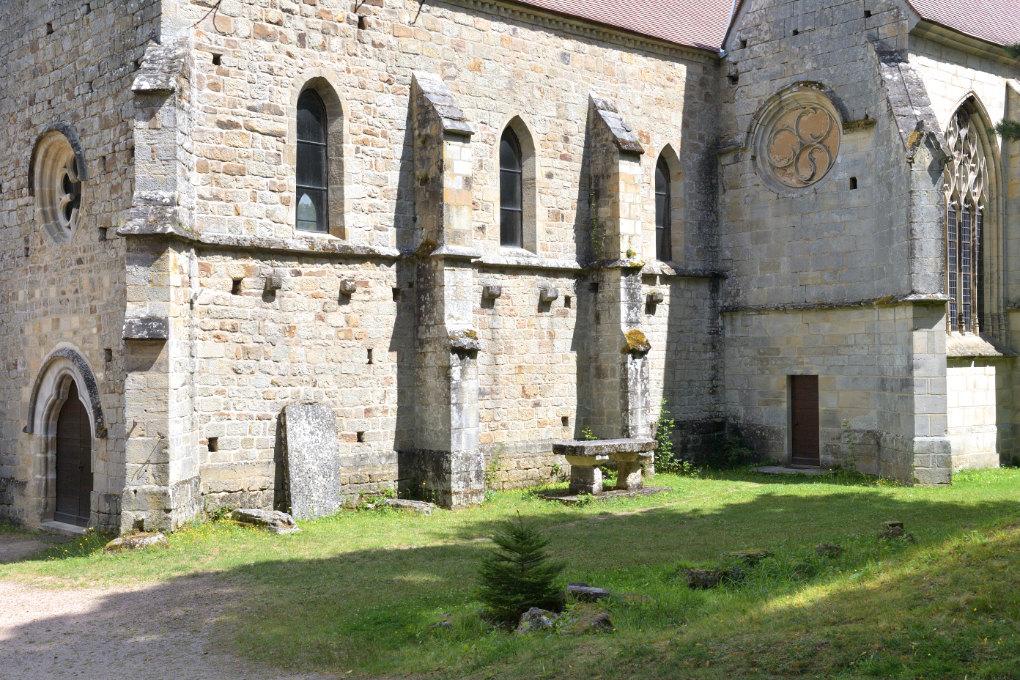 Epinac - Le Val Saint-Benoît : l'église (XIIIe s.) et la chapelle des Loges (XVIe s.)