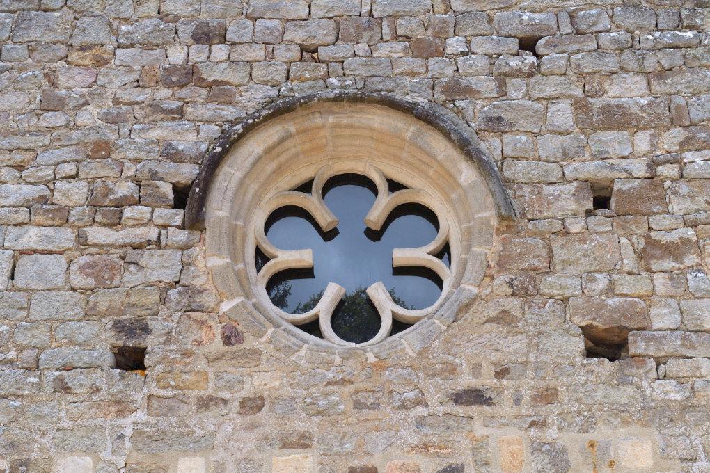 Epinac - Val Saint-Benoît : rose de l'église (XIIIe s.)